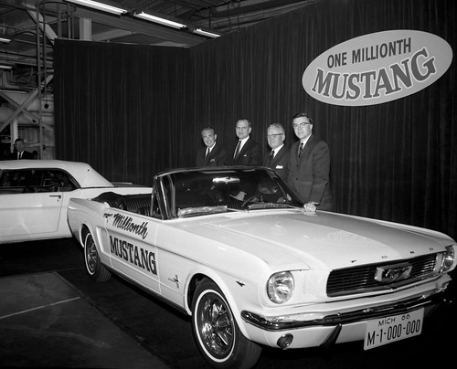7_1966_Ford_Mustang_conv_Millionth_Mustang_neg_147061-003