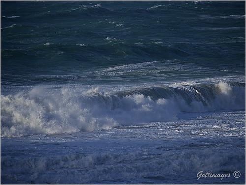 007_ATLANTIC WAVES by Philip Gott