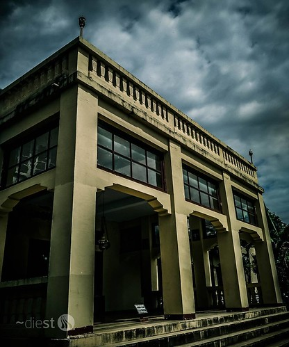 Bima Sultanate Palace #istana #palace #bima #sumbawa #sultanate #landscapephotography #landscape #landmark #architectural #archiphotograpy #architecturalphotography #instaindonesia #instago #instahub #instagram_hub #animals #picoftheday #instanusantara #n