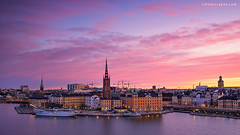 Monteliusvägen (rh89) Tags: stockholm sweden swedish swede city cityscape scape sunrise dawn morning sun rise monteliusvägen monteliusvagen lake malaren gamla stan old town mälaren walkway view high island sony a7r fe 1635mm 1635 35mm long exposure neutral density nd soft gnd graduated grad filter filters 100mm colours color pink red warm fire sky church skies lee haida