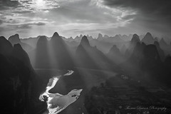 Xing Ping Mountain Rays - Xing Ping, China (Thomas J Dawson) Tags: xingping chinamountains guilin yangshuo sunrays thomasdawsonphotography liriver