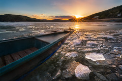 icy sunset at the lake (Alexander Lauterbach Photography) Tags: edersee see eder sunset sonnenuntergang hessen nordhessen eis sonne sony a7r a7rii landscape landschaft boot boat