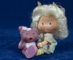 Angel Cake & Souffle (LegionCub) Tags: strawberryshortcake vintage doll pet kenner 1980s 80s fashion toy figure americangreetings charlotteauxfraises fragolinadolcecuore morangolândia eighties vinyl character skunk