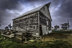 Barn (Gabby Pike) Tags: barn weathered old aged decay decaying landscape sky detail contrast clarity wide angle country farm hop cradle grave south dakota midwest northern plains great beautiful agriculture agricultural farming gabbypike