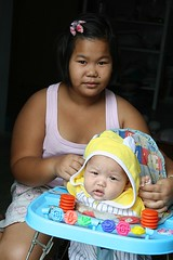 chubby girl with baby (the foreign photographer - ฝรั่งถ่) Tags: chubby girl child baby stroller walker khlong thanon portraits bangkhen bangkok thailand canon kiss