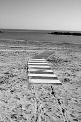 passerella a psg (giacomomaroni) Tags: porto san giorgio fermo fermano mare marche italy italia spiaggia scoglio sabbia beach sun sole passerela battigia solitudine bn europe europa adriatic adtiatico sea wave onda onde orme sand orizzonte marino marina