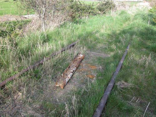 Sporen en een stuk rail tussen Oudelande en Baarland