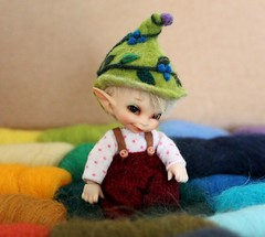 Pepinos New Hat (Desertmountainbear) Tags: realpuki papilio tiny elf elfdoll fairylanddoll fairy elfhat felt wetfelt needlefelt