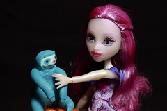Doll with her pet (N.the.Kudzu) Tags: home toys doll monsterhigh mattel sloth canonsl1