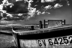 GV64252 (vedebe) Tags: noiretblanc netb nb bw monochrome bateaux bretagne ciel nuages pêche port ports