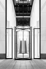 Taunus Turm, Entrée (pure:passion:photography) Tags: eingang entree architecture frankfurtammain frankfurt main schwarz weis sw black white bw architektur europe europa