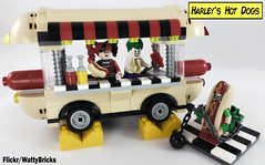 Harley's Hot Dogs (WattyBricks) Tags: 41129 amusement park hot dog van harley harleen quinn quinzel joker batman robin gotham dc comics minifigures