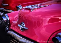 Pink and Red Classic Cars, Havana, Cuba, 2017 (augenbrauns) Tags: streetphotography cuba havana snapseed vintagecars classiccars vintage classic red pink