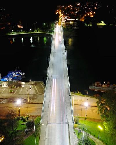 El puente Pedro de Valdivia es la única conexión que hay entre la ciudad de Valdivia e Isla Teja, un sector de la ciudad que está creciendo mucho y que es la vía directa para llegar a Niebla y a todas las localidades de la costa. La crisis con el puente C