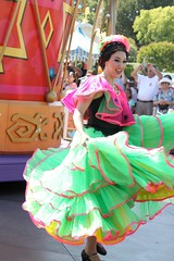 Soundsational-Flower Dancer (thelesliebelle) Tags: disneyland disney entertainment flowerdancer thethreecaballeros soundsational mickeyssoundsationalparade donaldsfiestafantastico