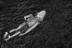 Turbulencia Oscura (Amaliel Ramos) Tags: white black agua surf foto negro nio ramos tabla fotografa mojado oscura turbulencia amaliel