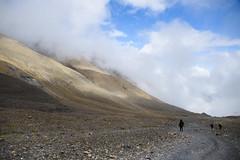 Vastness (Huey Yoong) Tags: nepal mountains nature clouds trekking landscape outdoors asia dry monsoon descend blueskies mustang barren annapurnacircuit naturephotography southasia landscapephotography annapurnaregion nikond600 throngla mustangdistrict nikkor28300mmvr thronglapass