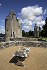Josselin, chteau (Ytierny) Tags: france horizontal architecture tour pierre bretagne enceinte fortification chteau ardoise militaire forteresse dfense fougres rempart donjon et illeetvilaine cheminderonde machicoulis valledunanon ytierny