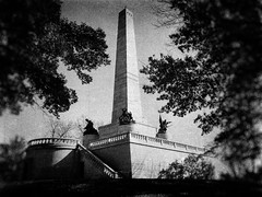 Lincoln's Tomb (Larry Senalik) Tags: autumn white black fall cemetery canon illinois autumncolors springfield dslr abrahamlincoln oakridge t3i 2011 lincolnstomb 2013