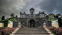 Mausoleo de Diego Ponte del Castillo, VIII Marqus de la Quinta Roja. (maturum) Tags: tenerife mausoleo laorotava monumentofunerario marqusdelaquintaroja jardinesdelaquintaroja diegopontedelcastillo