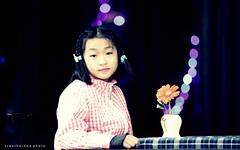 Hiromi (DulichVietnam360) Tags: portrait cute beautiful japan children japanese kid child bokeh enfant hue fille petite petit hiromi hu nhtbn hu xinh nh huecity hcsinh dthng chndung emb trcon tiuhc trnthiha trnthihaphotography tranthaihoastudio vision:people=099 vision:face=099 vision:text=0539 vision:dark=0713 vision:outdoor=058 nginht