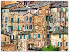 Siena - The Backyards (kurtwolf303) Tags: italien italy architecture canon eos italia tuscany architektur siena toscana backyards hdr toskana hinterhfe 600d 250v10f canoneos600d canont3i
