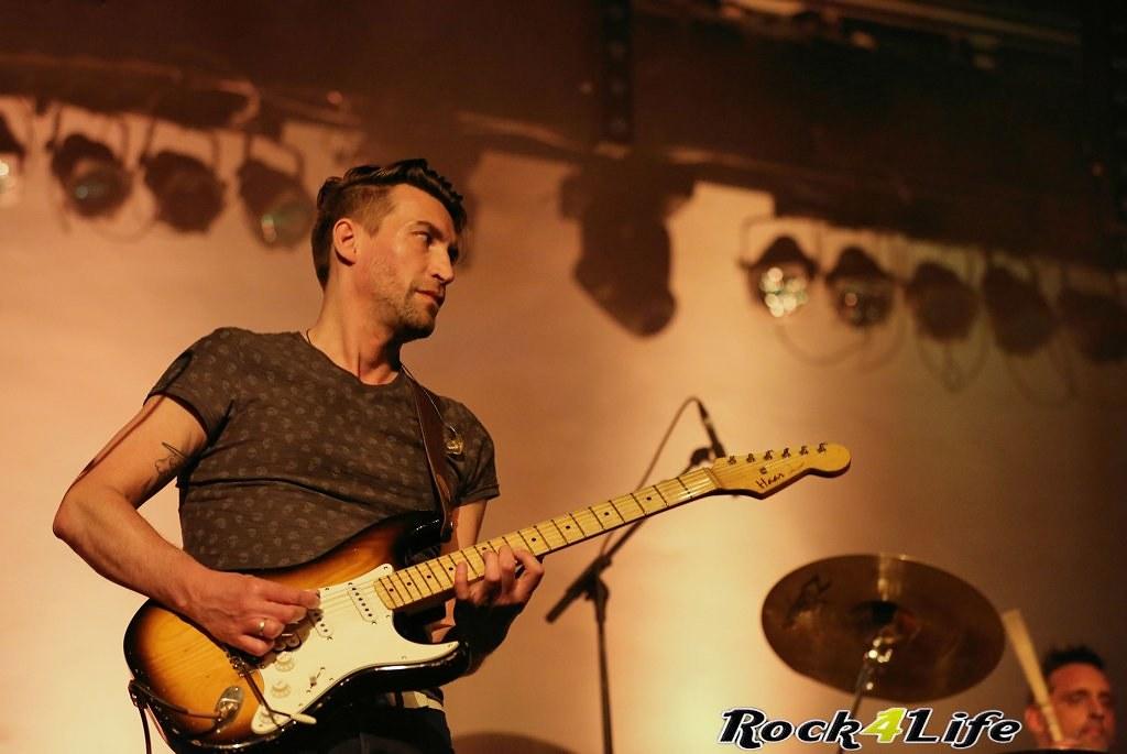 Tribute Rocknight        08-02-2014          U2 & Anouk (13)