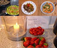 """Einspruch: """"..., Essen erst recht!"""" :-) (happycat) Tags: grünerspargel tomate mutzbraten fadennudel möhre karotte dill erdbeere kerze explore inexplore schrift essen food kochen braten"""
