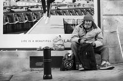 "Life is  a Beautyful ""?"" (photod1anonyme) Tags: bordeaux street streetphotographie streetphotography urban life"
