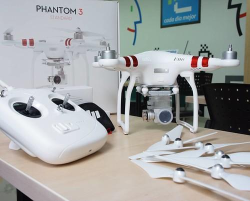 Adquiere en @compudemano drone DJI Phantom 3 Standard. Ideal para comenzar a disfrutar la emoción de volar de forma fácil y divertida #cadadiamejor. Visita nuestra tienda o llámanos Bogotá: (1) 381 9922 - Medellín: (4) 204 0707 - Cali (2) 891 2999 - Barra