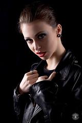 Portrait de Laurie ([Eric OLIVIER]) Tags: portrait girl rocknroll canon eos 6d ef85mmf18 portraitnoiretblanc