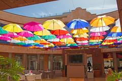 Teneriffa - Playa de Las Américas (www.nbfotos.de) Tags: teneriffa tenerife playadelasaméricas kanaren kanarischeinseln regenschirm regenschirme umbrella