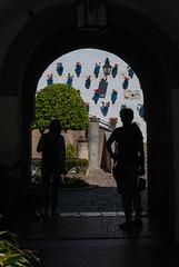 Cotraluz (Oscar F. Hevia) Tags: contraluz farol geranios macetas patio puerta backlighting lantern geraniums pots yard door córdoba españa spain andalucía