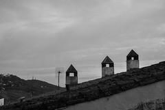 Cáceres (Leandro Fridman) Tags: chimenea techo tejado cielo blancoynegro cáceres españa europa byn nikon d60 roof bw monocromo monocromático monochrome nikond60 spain europe sky