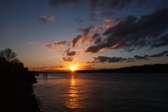 Bubendey-Ufer im Sonnenuntergang (Lilongwe2007) Tags: hamburg bubendey ufer sonnenuntergang deutschland elbe spiegelung himmel wolken hafen abend