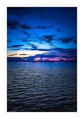 IMG_7753 (Carlos M.C.) Tags: holbox mañana madrugada despertar blanco negro color barco bote lancha ferry camarote rojo azul salvavidas amarre cuerda botes