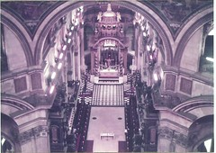 St Paul's Cathedral (sftrajan) Tags: england london architecture arquitectura interior kathedrale catedral cathdrale londres scanned angleterre stpaulscathedral  architettura masterpiece intrieur nikonem sirchristopherwren architektura   englishbaroque cathdralesaintpauldelondres