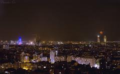 Barcelona Nocturna (Damián G.) Tags: barcelona city parque sky moon familia night noche nikon bcn ciudad cielo nocturna casas sagrada parc calles larga agbar torres nocturno exposición pisos putxet mafre imagenotfound d7000 damiáng