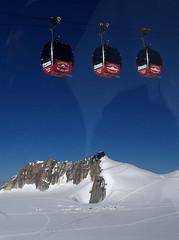 Chamonix, tlcabines d'Helbronner (Ytierny) Tags: panorama france montagne alpes altitude glacier piton neige midi blanche chamonix montblanc alpinisme massif hautesavoie valle aiguille bivouac belvdre srac helbronner tlcabine corde ytierny