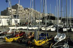 Le Touquet, front de mer (Ytierny) Tags: france horizontal architecture construction moderne catamaran appartement voile btiment immeuble letouquet edifice nautisme pasdecalais littoral ctedopale charvoile frontdemer ytierny