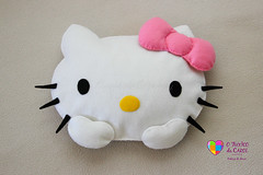 Kitty em feltro - Almofada decorativa (Fuxico da Carol) Tags: kitty mickey feltro almofada decoratica