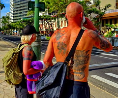 Body Art: The couple ... to each his own (peggyhr) Tags: peggyhr dsc06754ab hawaii oldercouple greybeard musictomyeyes~l1 infinitexposurel1