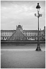 Louvre, Paris (veronicajwilliams photography) Tags: travelphotography veronicajwilliamsphotography veronicajwilliams travel travelling traveling insightmoments paris france europe iconic canon canon5dmarkii canon2470mm canon2470mmf28l blackandwhite louvre historical history frenchhistory triangle pyramid