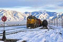 Burmester Sunset (Erie Limited) Tags: unionpacific up sd402 burmesterut shaftersubdivision yard snow utah