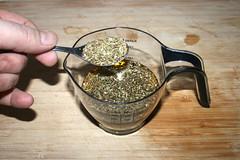 30 - Oregano zum Olivenöl geben / Add oregano to olive oil (JaBB) Tags: gyro gyros djuvecreis tomatorice erbsen peas paprika bellpepper tzatziki garlic knoblauch gurke cucumber salatgurke zwiebel onion oreagno thyme schnitzel escalope porkescalope schweineschnitzel krautsalat coleslaw kochen cooking küche kitchen rezept recipe kochexperiment kochexperimente hausgemachtesgyros homemadegyros foodblog