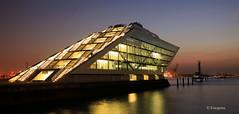 Dockland (petra.foto busy busy busy) Tags: fotopetra canon 5dmarkiii dockland bürogebäude architektur hamburg hafen elbe langzeitbelichtung snnenuntergang