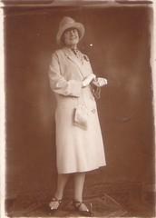 (Ferencdiak) Tags: hungary women white coat gloves fehér kabát nő kesztyű