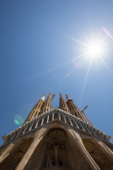 Looking up at the Sagrada Família (Geraint Rowland Photography) Tags: sagradafamília barcelona catalonia spain europe gaudies spanisharchitecture gaudiesarchitecture visitbarcelona canonwideangle flare summer sunshine sunflare religion stgeorgesdaybarcelona geraintrowlandphotography artandphotography visiteurope