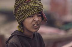 முகம் (Kals Pics) Tags: face portrait cwc chennaiweekendclickers roi rootsofindia life people travel varanasi kasi uttarpradesh india banares expressions curiosity morning fog mist ghats eyes boy kid turban kashi benares kalspics