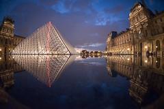 Paris My Love- Bassin du Louvre (DESAMY) Tags: seine quais streetshoot nikon paris street d610 louvre reflection